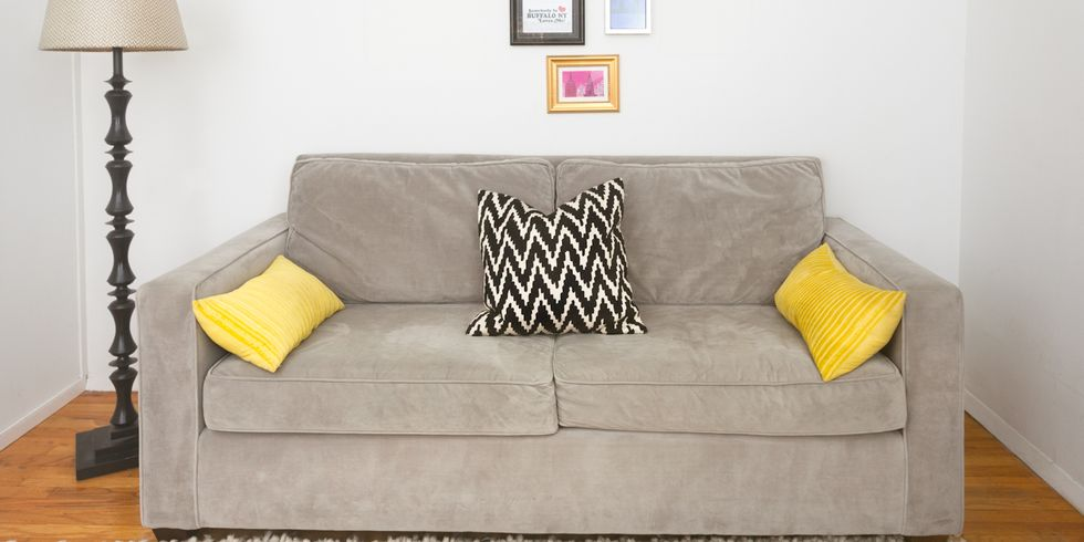 BEFORE & AFTER: HOW TO STYLE YOUR SOFA