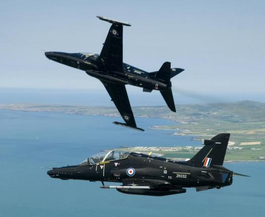 Britain contracts for Hawk trainer aircraft support