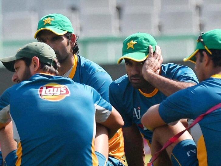 Pakistan team arrives to hostile reception