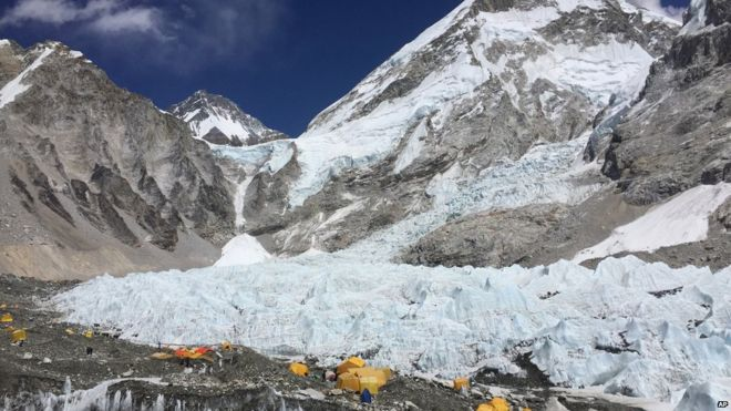 Avalanche fears over unauthorised Everest helicopter flights