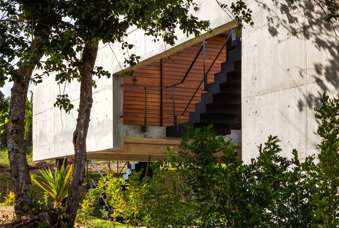 Brazilian House with Innovative Architecture and Decor by Yuri Vital