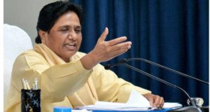 Citing family feud in SP, Mayawati calls for early polls in U.P.