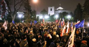 Poland protests: Crowds renew calls for press freedom