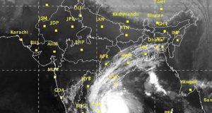 Chennai braces for impact of cyclone 'Vardah'